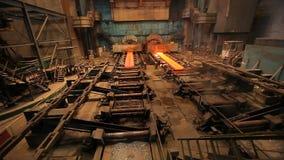Explotación minera y forja del metal Trabajos de acero grandes Fábrica rodada del metal almacen de video