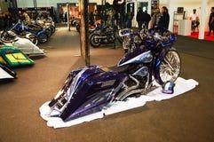 Expo da bicicleta do motor, tubarão azul do velomotor imagem de stock royalty free