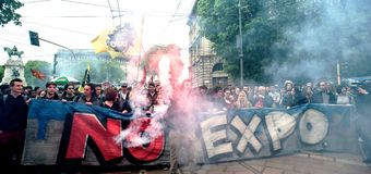 EXPO 2015: marsz przeciw expo 2015 Obrazy Royalty Free