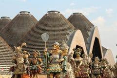 Expo 2015, Milaan, Italië, september 2015, media centreert paviljoen en allegorische standbeelden Royalty-vrije Stock Afbeeldingen