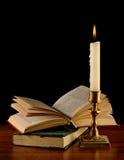 exponerat öppet för bok stearinljus royaltyfri fotografi