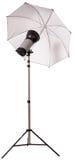 Exponering för studiostrobeljus med paraplyet royaltyfria bilder