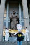 exponeringen greenpeace mobbar Royaltyfri Foto
