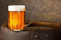 Exponeringsglas av öl arkivbilder