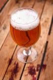Exponeringsglas av öl i en spjällåda Royaltyfria Foton