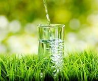 Exponeringsglas av bevattnar på naturbakgrund Royaltyfria Foton