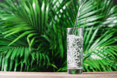 Exponeringsglas av bevattnar på naturbakgrund Arkivbilder