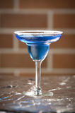 Exponeringsglas av blå wine Royaltyfria Foton