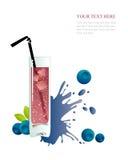 Exponeringsglas av blåbärfruktsaft på en vit Fotografering för Bildbyråer