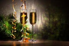 Exponeringsglas av champagne på partiet för nytt år Fotografering för Bildbyråer