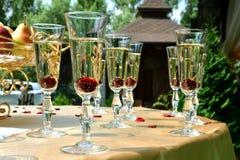 Exponeringsglas av coctailar med körsbär Royaltyfri Foto