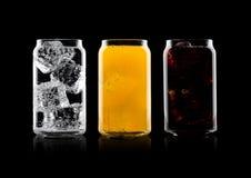 Exponeringsglas av cola och drink och lemonad för orange sodavatten royaltyfri bild