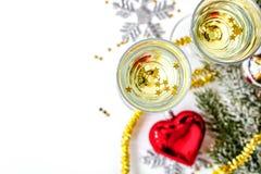 Exponeringsglas av den bästa sikten för champagne och för julprydnader Fotografering för Bildbyråer