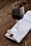 Exponeringsglas av fin italiensk rött vin royaltyfria bilder
