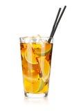 Exponeringsglas av istea med citronen och limefrukt royaltyfri fotografi