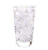 Exponeringsglas av isvatten på vit bakgrund Arkivfoto
