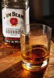 Exponeringsglas av Jim Beam whisky Fotografering för Bildbyråer