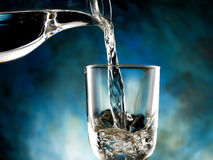 Exponeringsglas av kallt vatten Royaltyfria Bilder