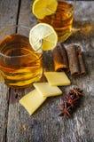 Exponeringsglas av konjak med citronen Fotografering för Bildbyråer