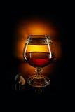 Exponeringsglas av konjak och kork Royaltyfria Foton