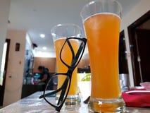 Exponeringsglas av kylt öl Royaltyfri Fotografi
