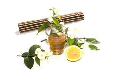 Exponeringsglas av limefruktte med en citron på en filt Fotografering för Bildbyråer
