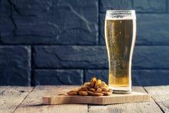 Exponeringsglas av ljus öl arkivfoto