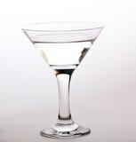 Exponeringsglas av martini isolerade på vit Royaltyfri Bild