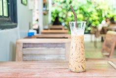 exponeringsglas av med is espressokaffe Arkivbild
