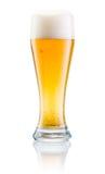 Exponeringsglas av ny öl med locket av skummar   fotografering för bildbyråer