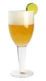 Exponeringsglas av nytt öl med locket av skum som isoleras på vit backgroun Royaltyfria Foton