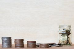Exponeringsglas av område för mynt och för fyra pol av mynt på suddiga lodisar för tappning Royaltyfri Bild