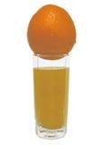 Exponeringsglas av orange fruktsaft med den gula apelsinen överst Royaltyfri Fotografi