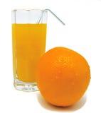 Exponeringsglas av orange fruktsaft med den gula apelsinen och tubulen Arkivbild