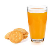 Exponeringsglas av orange fruktsaft och smällaren Arkivfoto