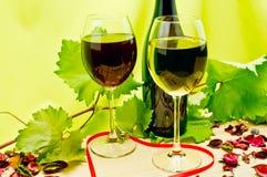 Exponeringsglas av röd och vit wine fotografering för bildbyråer