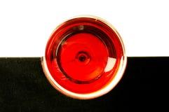 Exponeringsglas av rött vin överst arkivbilder
