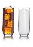 Exponeringsglas av sjuklig sodavatten för cola och för socker dricker royaltyfri bild