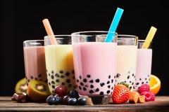 Exponeringsglas av uppfriskande mjölkaktigt boba- eller bubblate arkivfoton