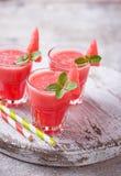 Exponeringsglas av vattenmelonsmoothien med mintkaramellen fotografering för bildbyråer