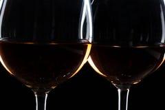 Exponeringsglas av vin i mörker royaltyfri fotografi