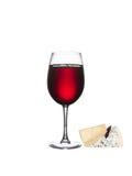 Exponeringsglas av vin med ost som isoleras på en vit bakgrund Royaltyfri Fotografi