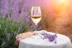 Exponeringsglas av vin på kanfastorkduken Fotografering för Bildbyråer