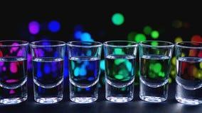 Exponeringsglas av vodka eller tequila vatten f?r kallt exponeringsglas f?r st?ng fotografering för bildbyråer