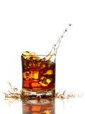 Exponeringsglas av whisky, iskuber Arkivfoton