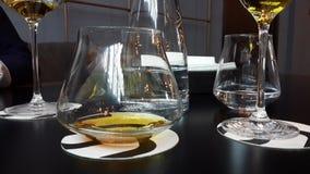 Exponeringsglas av whisky och någonting annat Arkivfoto