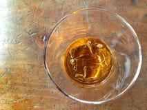 Exponeringsglas av whisky på vaggar Fotografering för Bildbyråer