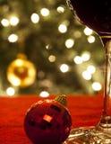Exponeringsglas av Wine på jul Arkivbild