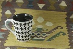 exponeringsglas för espresso för cezvekaffe kallt som tjänat som litet turkiskt vatten Royaltyfria Foton