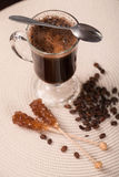 exponeringsglas för espresso för cezvekaffe kallt som tjänat som litet turkiskt vatten Arkivfoto